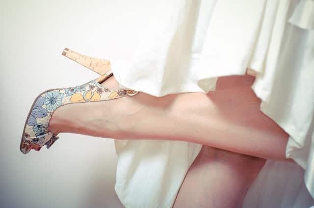 パンストとボツボツの足