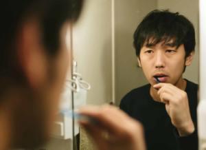 歯磨きをする彼氏
