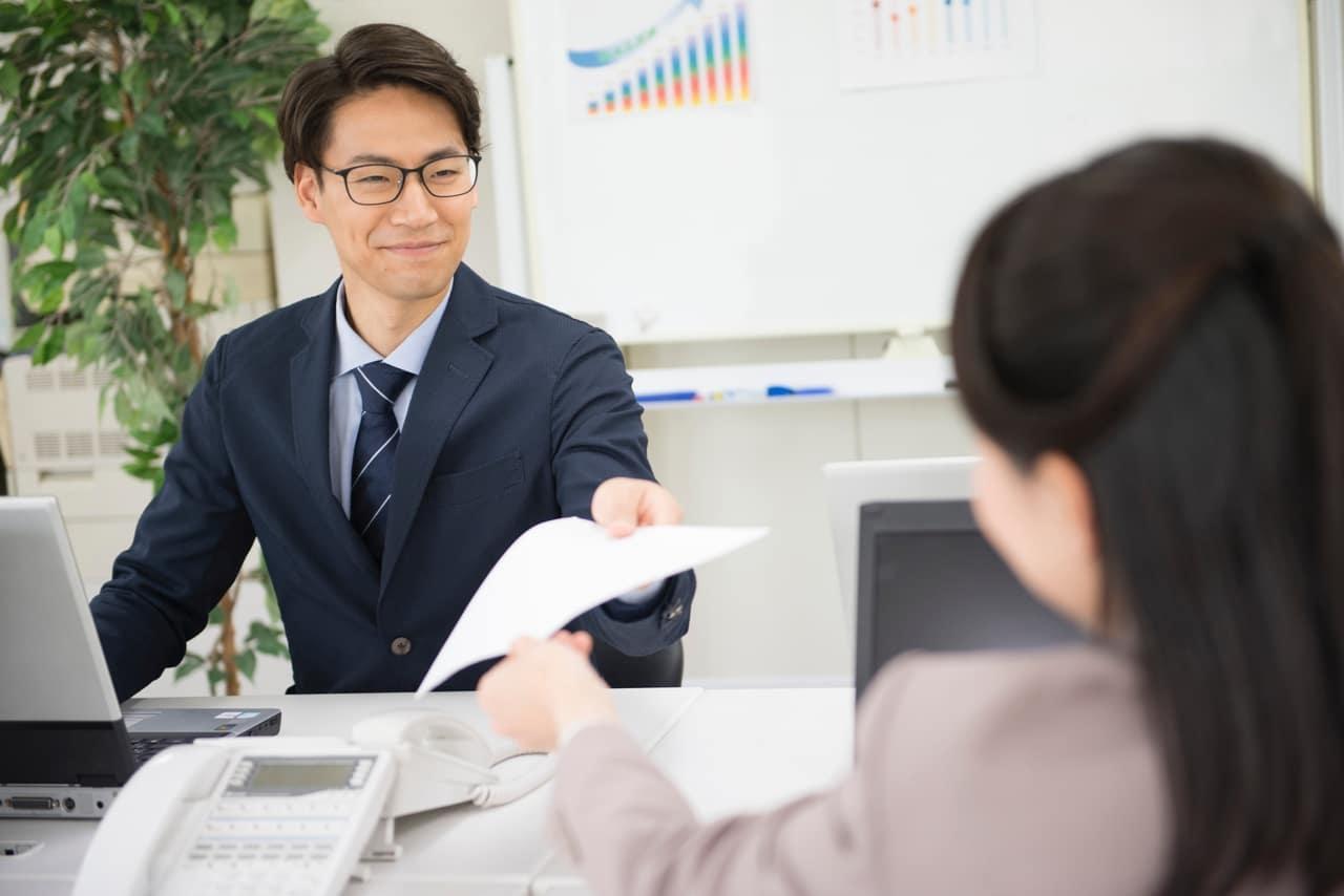 職場の同僚の男性の脈なしのサイン